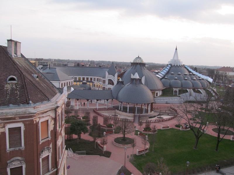 Pogled na banju sa terase hotela